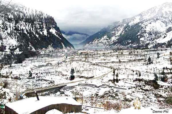 himachal weather worsens snowfall start on high peaks
