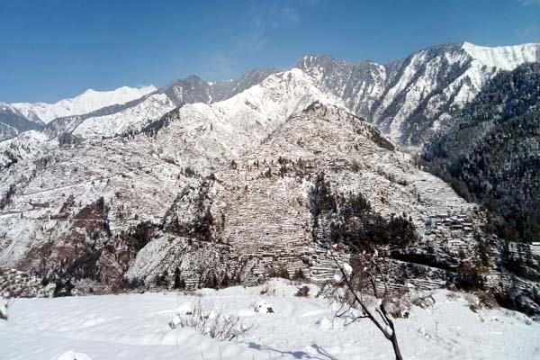 heavy snowfall in chota bhangal temperature reached below zero