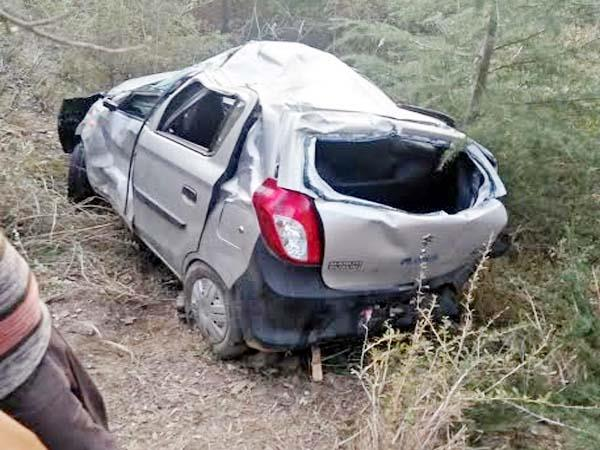 car fall into 200 foot deep ditch death of 2
