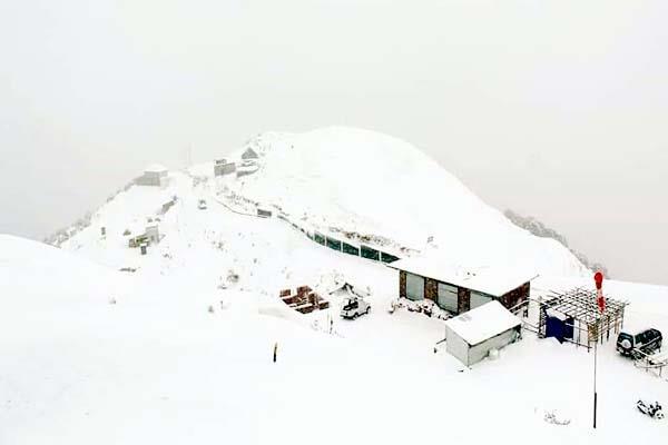 snowfall in biling tourist enjoy the tendam flights