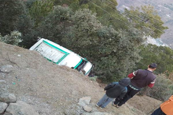 mandi road accidents 10 injured