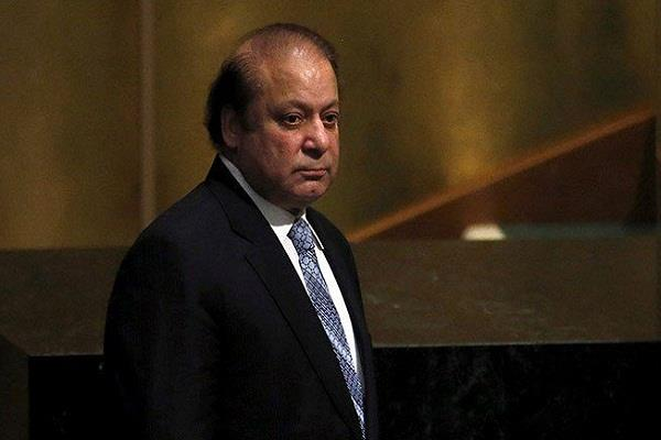 nawaz sharif arrives back from hospital