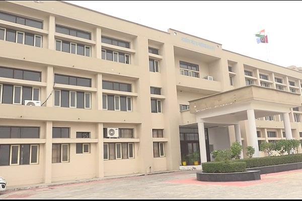 prime minister narendra modi layed fond stone of state college degree