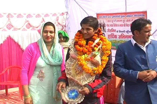 bhiwani daughter jasmine wins gold medal in boxing championship