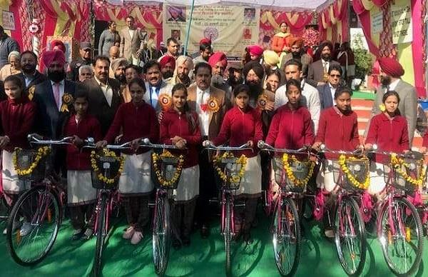 education minister op soni distributed 373 bicycles under mai bhago scheme