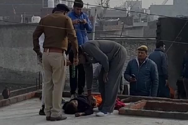 the painful death of the lover couple met on the roof