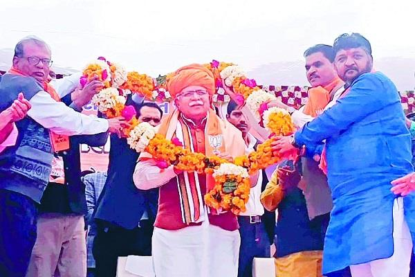 cm in gujarat manohar lal khattar spells out victory for workers