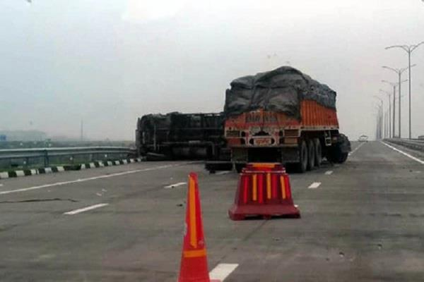 story 8 vehicles collides due to fog on eastern peripheral expressway