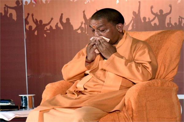 Image result for शहीदों जवानों की बात करते-करते रो पड़े CM योगी