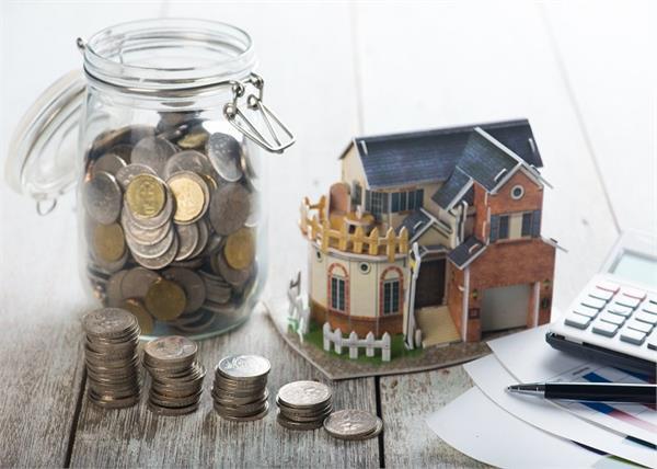 पैसों की किल्लत होगी दूर अगर घर के मुख्य द्वार पर करेंगे ये काम