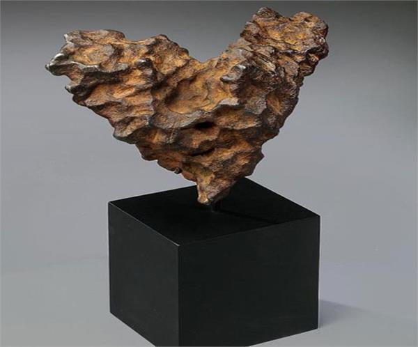 heart shaped meteorite to be auctioned on valentine s day