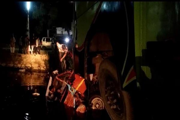 bus collides with bridge 1 injured in 4 injured