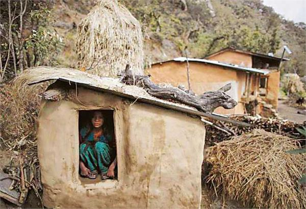 nepal woman suffocates in banned  menstruation hut