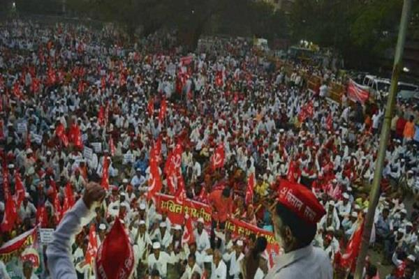 thousands of tribal farmers in maharashtra begin protest march
