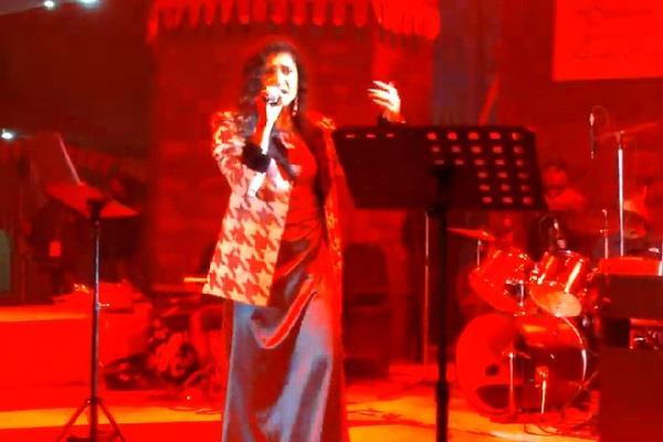 bollywood singer asanksha made the second evening of surajkund haseen