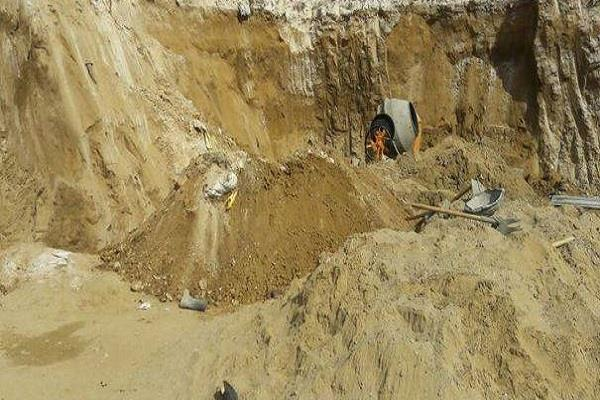 2 laborers drowning due to soil erosion