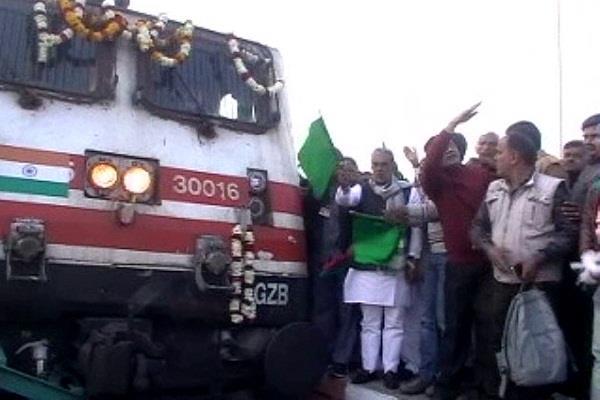 now geeta jayanti will be stop at hodal railwaya station