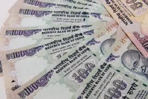 2 miscreants threw 5000 rupees from youth