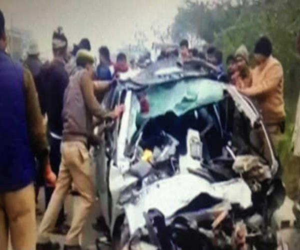 5 people killed in a car truck collision in rae bareli