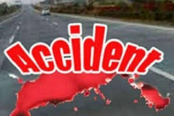 2 people seriously injured in road accident