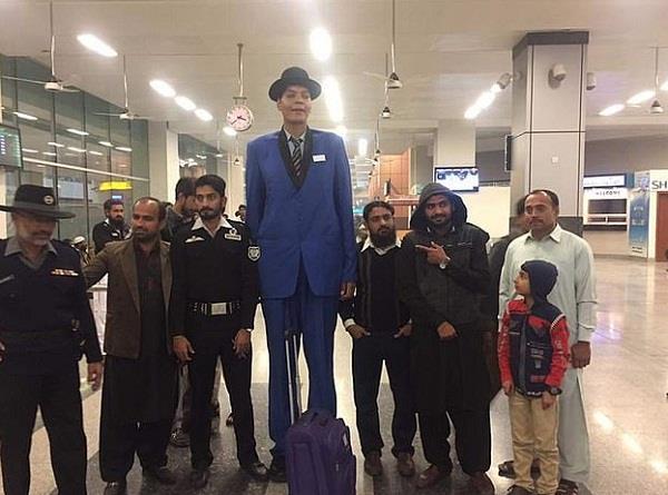 pakistan tallest man unable to find bride