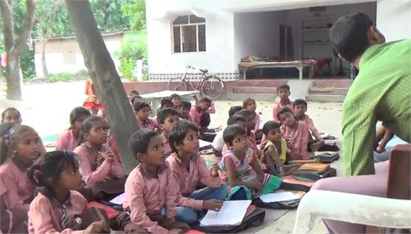 forced children to read under the open sky