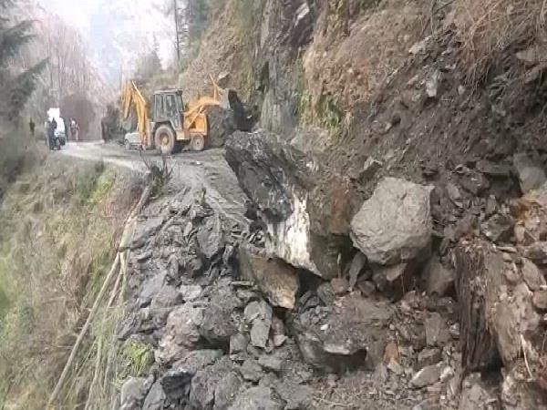 landslide again on kullu telang road