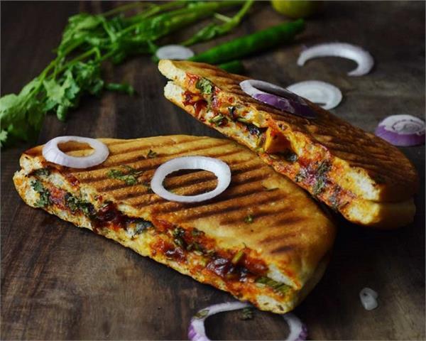 Sunday Spl: मजा से खाए और खिलाएं पिज्जा कुलचा सैंडविच