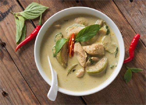नॉनवेज लवर्स हैं तो घर पर बनाएं Thai Chicken Curry