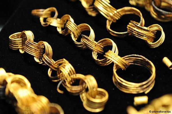 gold rises to rs 340 silver recovers rs 100