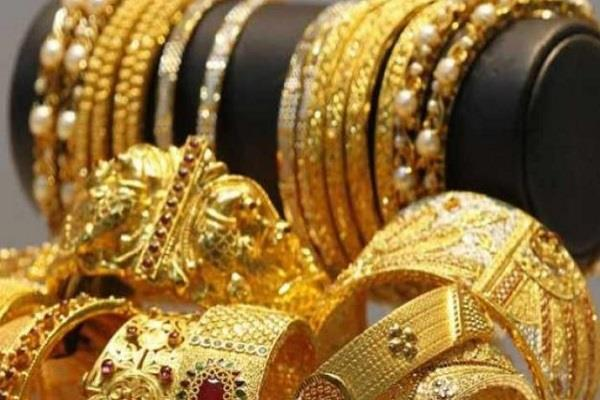 gold prices fall due to low demand