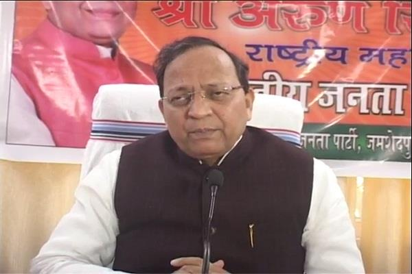 cm raghubar saryu differed bjp s arun singh said solve matter talks