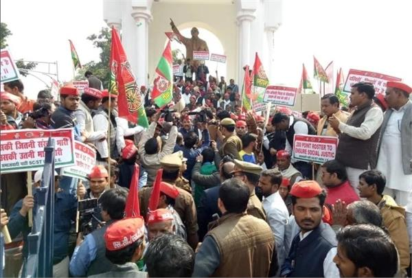 sp workers returned to the streets for akhilesh
