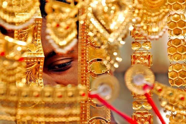 gold slips on weak global cues muted demand