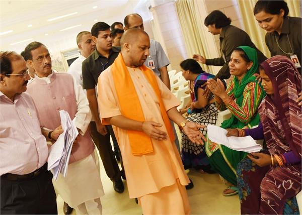 yogi listened to 150 people in gorakhnath temple