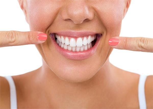 आपकी खिलखिलाती मुस्कुराहट को बरकरार रखेंगे ये 7 फूड्स