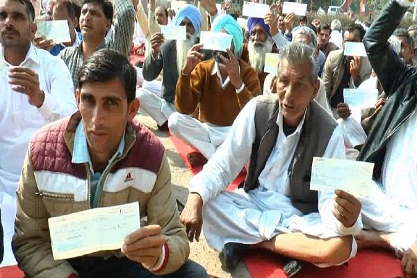 the farmers sent the pmo office checks of 17 17 rupees