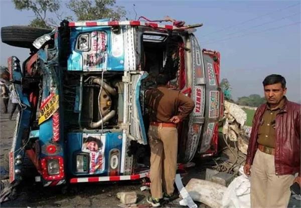 uri highway 5 people died in collision between bolero and truck