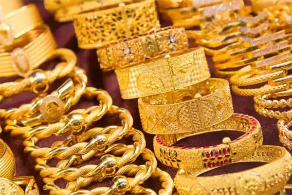 gold futures rise by rs 145 silver tumbles rs 100
