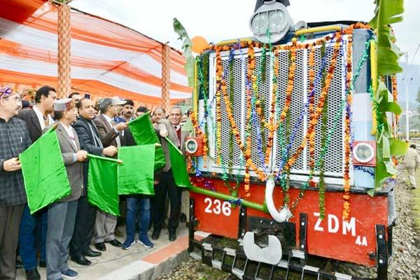 big gift of cm to kangra fast train starts on pathankot jogindernagar track