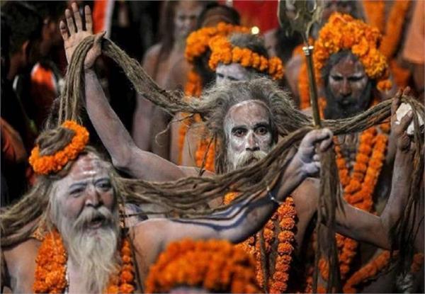 naga sadhu attacked the elderly devotees
