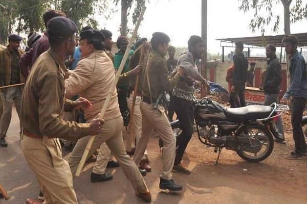 police lathicharged by police lobbying