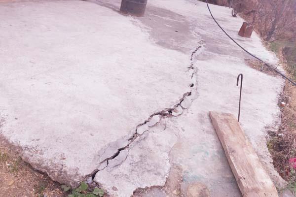 mandi forelane construction explosion house cracks