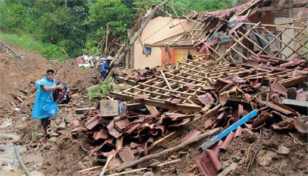 landslide in indonesia 4 dead 5 injured