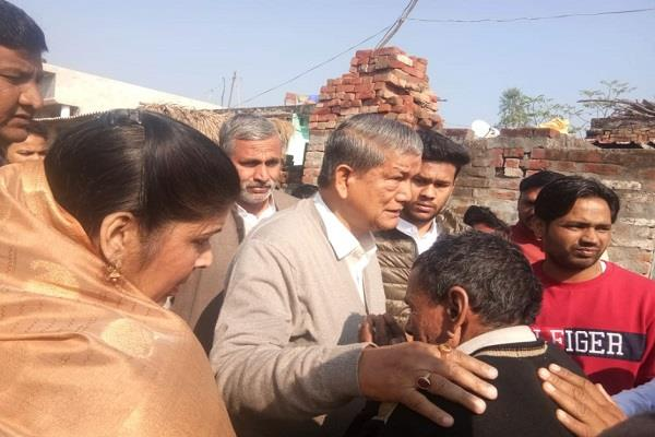 harish rawat meets the relatives of the died people