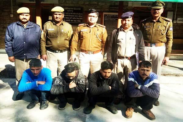 heroin and hashish recovered from car riders 4 arrested