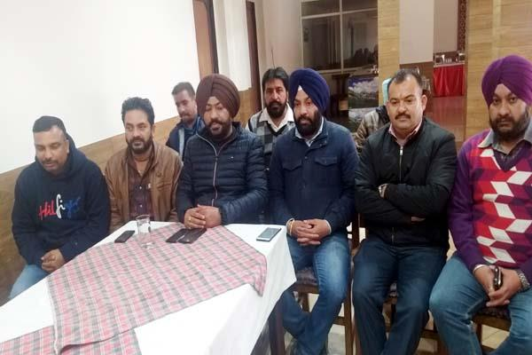 hardeep bawa said panic is spreading in the protection of the government