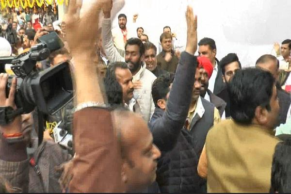 fierce ruckus at the passport office s inauguration ceremony in sirsa