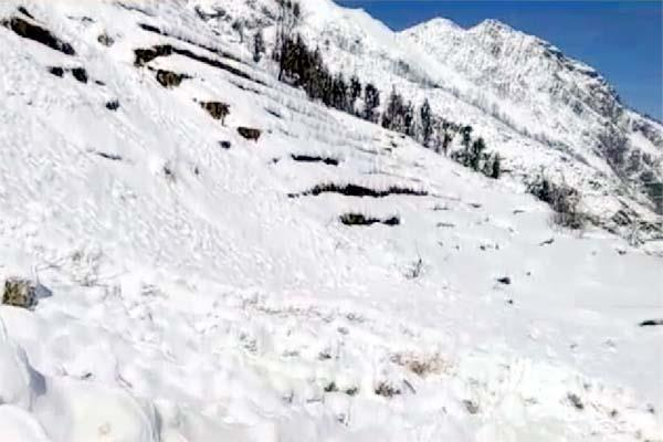 life disturb in chamba by the snowfall