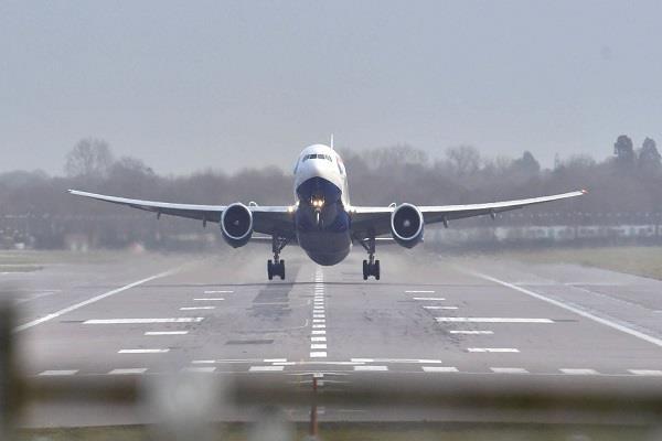delhi 38 flights due to bad weather jaipur divert